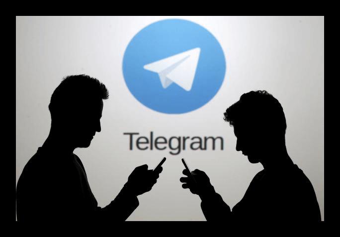 Два силуэта на фоне надписи Telegram с логотипом